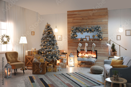 Beautiful living room interior with decorated Christmas tree and fireplace Slika na platnu
