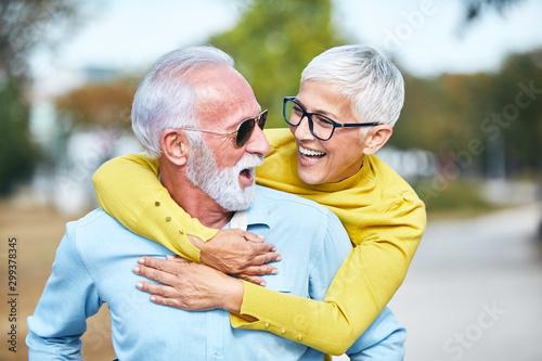 Fotomural  senior couple happy elderly love together