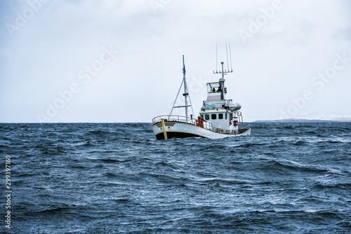Canvas-taulu fishing boat in open ocean