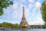 Fototapeta Fototapety z wieżą Eiffla - Eiffel Tower in summer morning