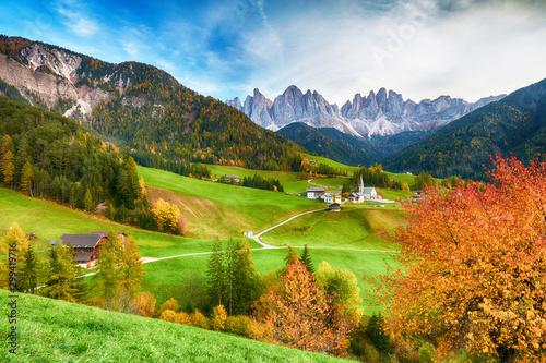 Obrazy krajobraz  piekny-krajobraz-wloskich-dolomitow-santa-maddalena