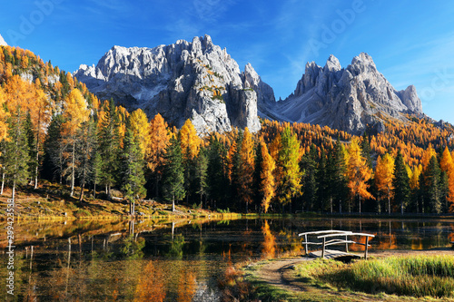Fototapeta jesień   autumn-landscape-in-cadini-di-misurina-dolomites-italy-europe