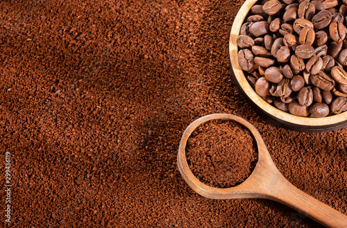 Foto op Plexiglas koffiebar Coffee blends, ground and roasted coffee beans - Coffea