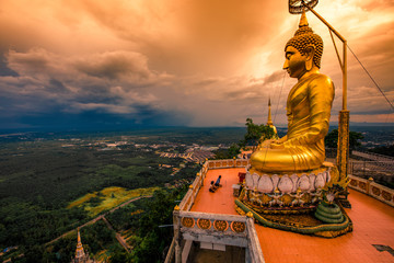 Wat Tham Seua Krabi-Krabi: ...