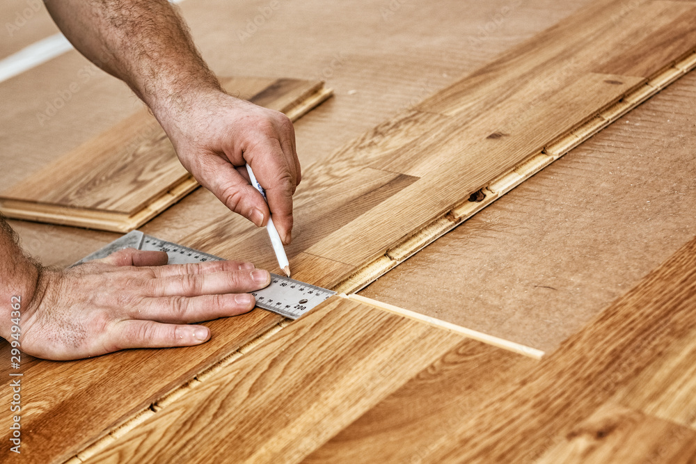 Fototapety, obrazy: Parquet recliner, Craftsman installing engineered click system oak wood flooring
