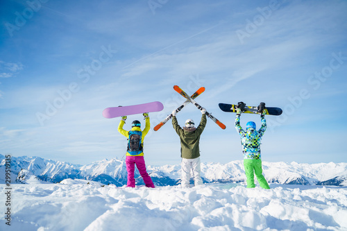 Fotomural  Photo from back of three snowboarders with their hands on snow resort