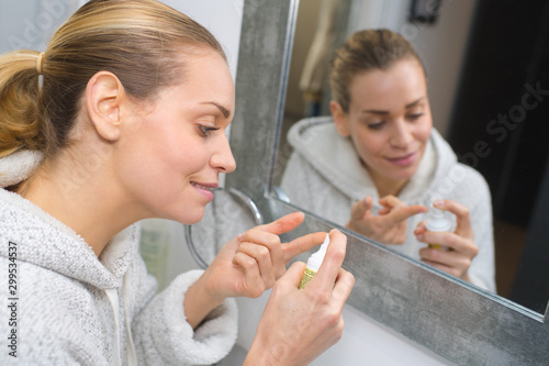 Photo picture of woman applying amount of skin protection