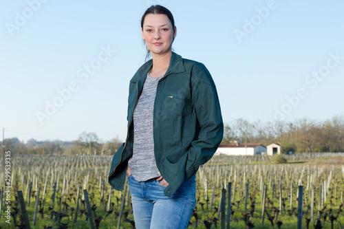 Cuadros en Lienzo portrait of woman in vineyards
