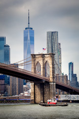 The East River, the Brooklyn Bridge and the One World Trade Center