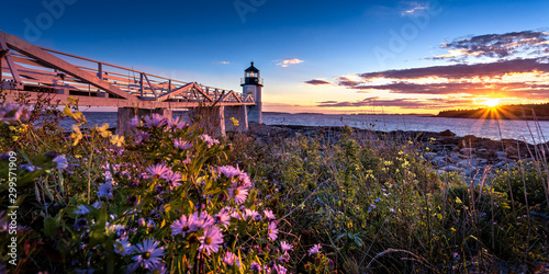 Photo The Marshall Point Light during sunset