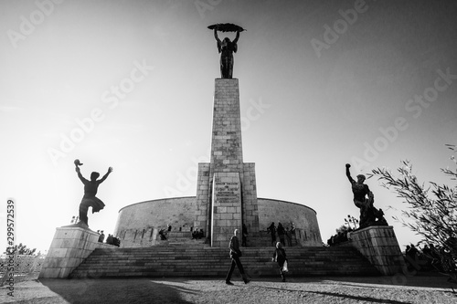 In de dag Oost Europa Budapest, Hungary - October 01, 2019: The Liberty Statue or Freedom Statue is a monument on the Gellért Hill in Budapest. It commemorates for the independence, freedom, and prosperity of Hungary.