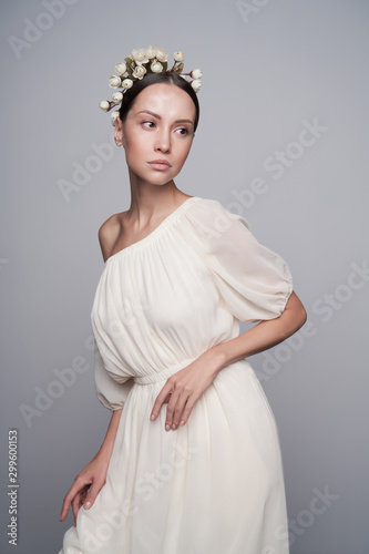 Recess Fitting womenART Woman in white greek dress with flowers on her head
