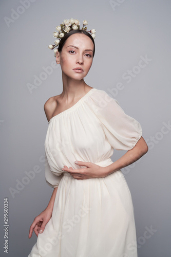 Foto auf Gartenposter womenART Woman in white greek dress with flowers on her head