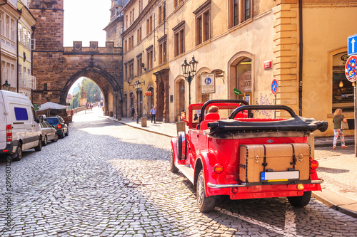 Photo sur Aluminium Vintage voitures City landscape - view of a vintage car and entrance to Charles Bridge, in the historical center of Prague, Czech Republic