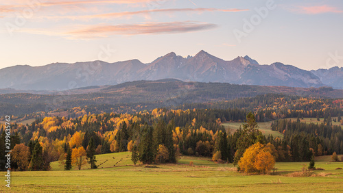 Montage in der Fensternische Grau Verkehrs Beautiful,scenic,autumn landscape with view of the Tatra mountains,Poland.