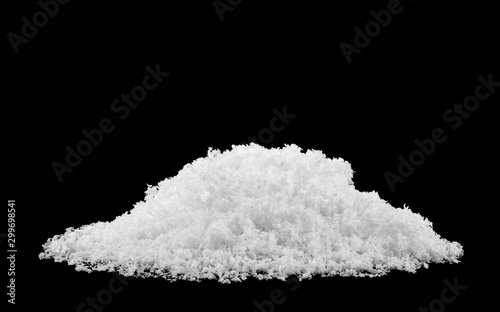 Fotomural pile of fluffy white snow isolated on a black background.