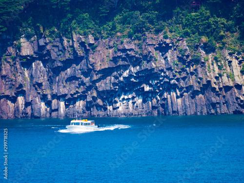 Foto auf AluDibond Stadion A pleasure boat that passes in front of Oshima island. Anto, Mikunicho, Sakai City, Fukui Prefecture