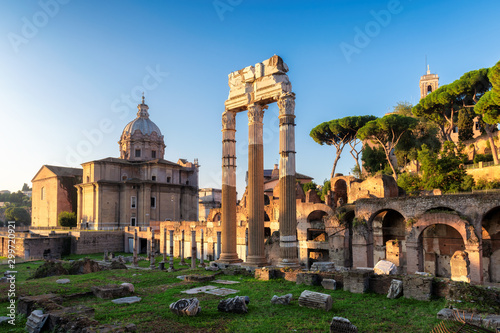 Fotomural Famous Roman Forum at sunrise in Rome, Italy