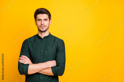 Portrait of gorgeous chic guy worker cross his hands feel serious ready solve st Fototapet