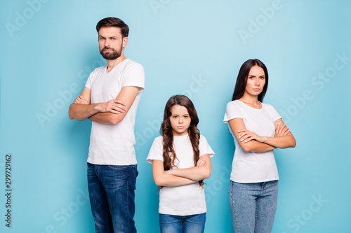 Portrait of disappointed beautiful mad family with brunet hair have communicatio Fototapet