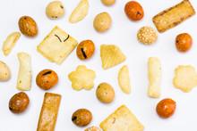 Aperitivo Japonés De Cacahuetes Rebozados Y Galletitas