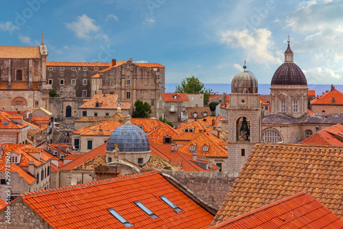 Foto auf Gartenposter Ziegel Dubrovnik town houses red roofs, Cathedral church architecture, Croatia