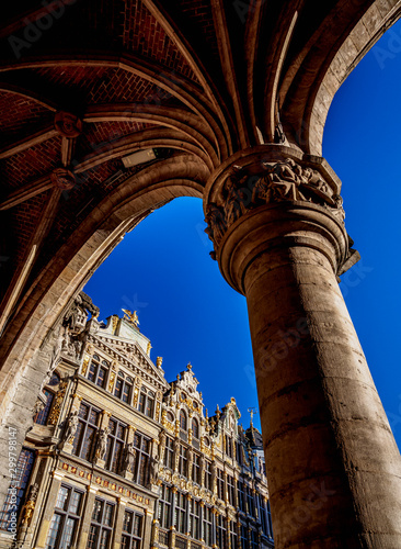 Staande foto Historisch mon. Low angle view of Grand Place against blue sky