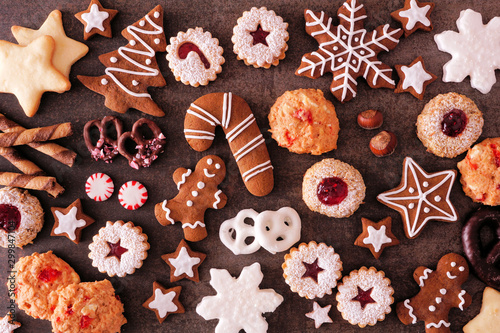 Obraz na plátně Variety of Christmas cookies and sweets