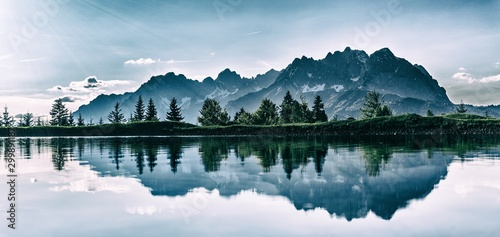 Foto auf Leinwand Himmelblau lake in the mountains