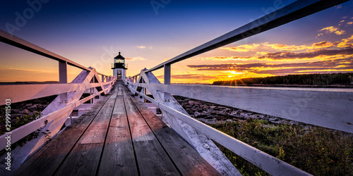 Obraz na plátně The Marshall Point Light at sunset