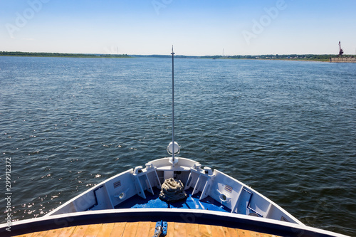 Foto  The stern of a ship sailing along the river
