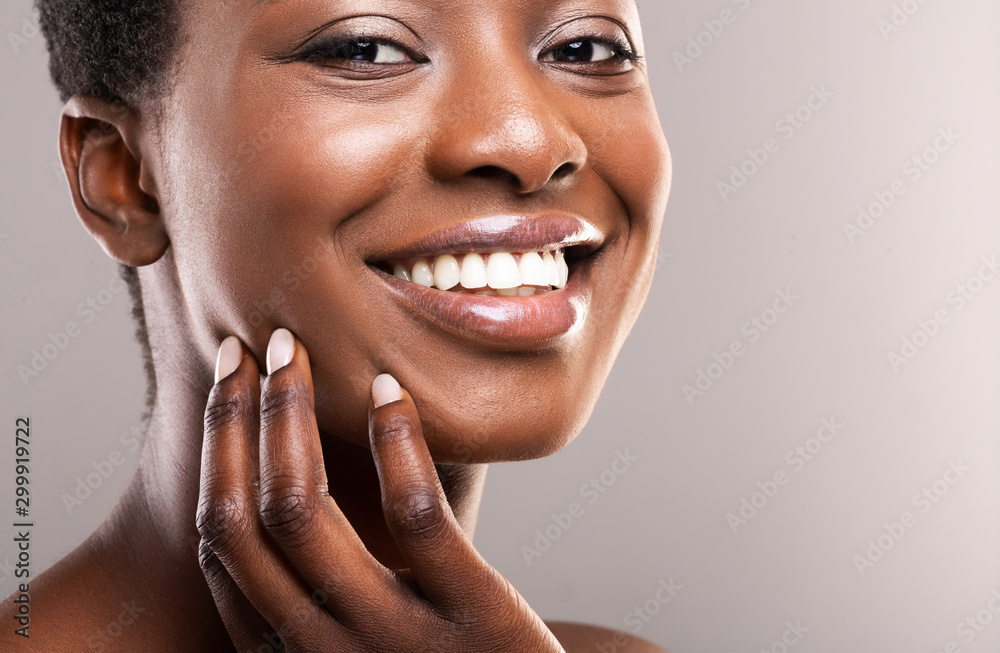Fototapety, obrazy: Beautiful black girl with perfect smooth skin touching her face