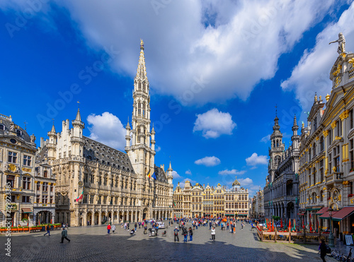 Obraz Grand Place (Grote Markt) with Town Hall (Hotel de Ville) and Maison du Roi (King's House or Breadhouse) in Brussels, Belgium. Grand Place is important tourist destination in Brussels. - fototapety do salonu