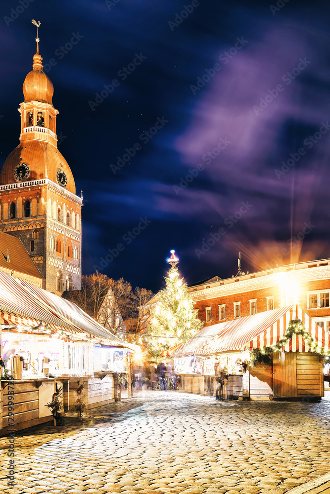 Fototapety, obrazy: Street of Christmas market near Riga Cathedral