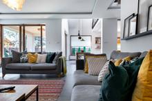 Modern Interior Design - Livin...