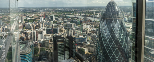 Montage in der Fensternische London The tip of London's iconic Gherkin building from up high. London