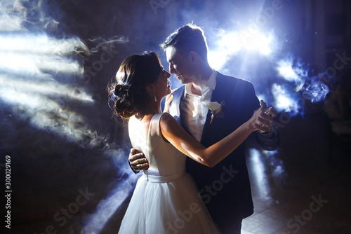 Fototapeta First wedding dance of newlywed