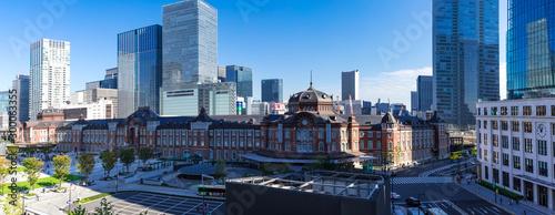 (東京都-風景パノラマ)青空の下の東京駅とビル群3 Wallpaper Mural