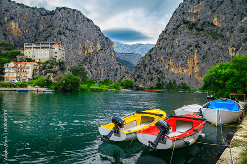 Fotografía  Omis fishing harbor with boats and high mountains, Dalmatia, Croatia