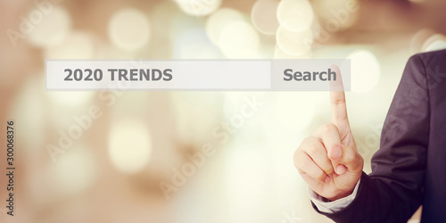 Fotografía Businesman hand touching 2020 trends search bar over blur office background, ban