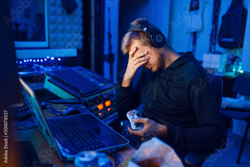 Photo Tired gamer, gaming lifestyle, cyber addiction