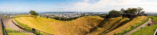 Obraz Volcano crater in Auckland, New Zealand - fototapety do salonu