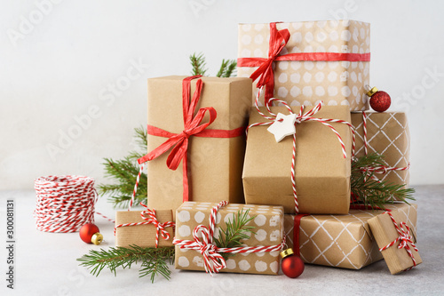 Fotomural  Christmas background with big heap of gift boxes and decoration.