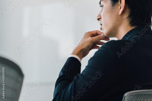 Obraz 考えるビジネスマン - fototapety do salonu