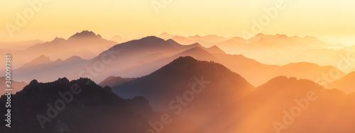Photo Berggipfel der Alpen im Abendlicht
