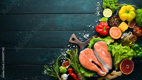 Obraz na plátně Fresh salmon fillet with vegetables