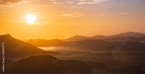 Foto auf Gartenposter Orange 神戸六甲山を望む三田市有馬富士・山頂からの朝霧