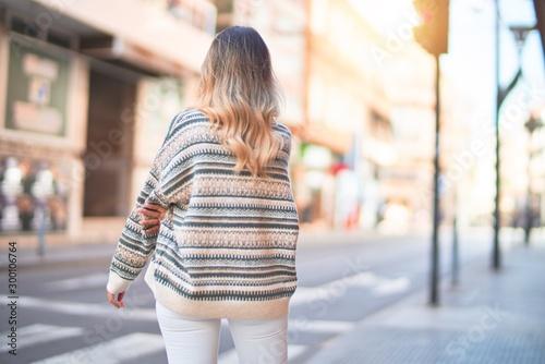 Pinturas sobre lienzo  Young beautiful woman wearing fashion clothes