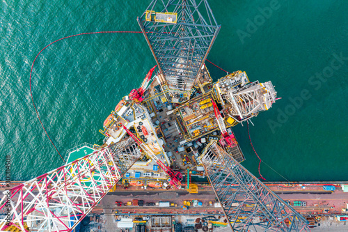 Fotografia  Drilling Rig top view, Aerial view of jack up rig with maintenance plant