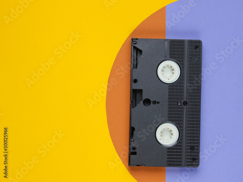 Fotografía  Video cassette on colored paper background